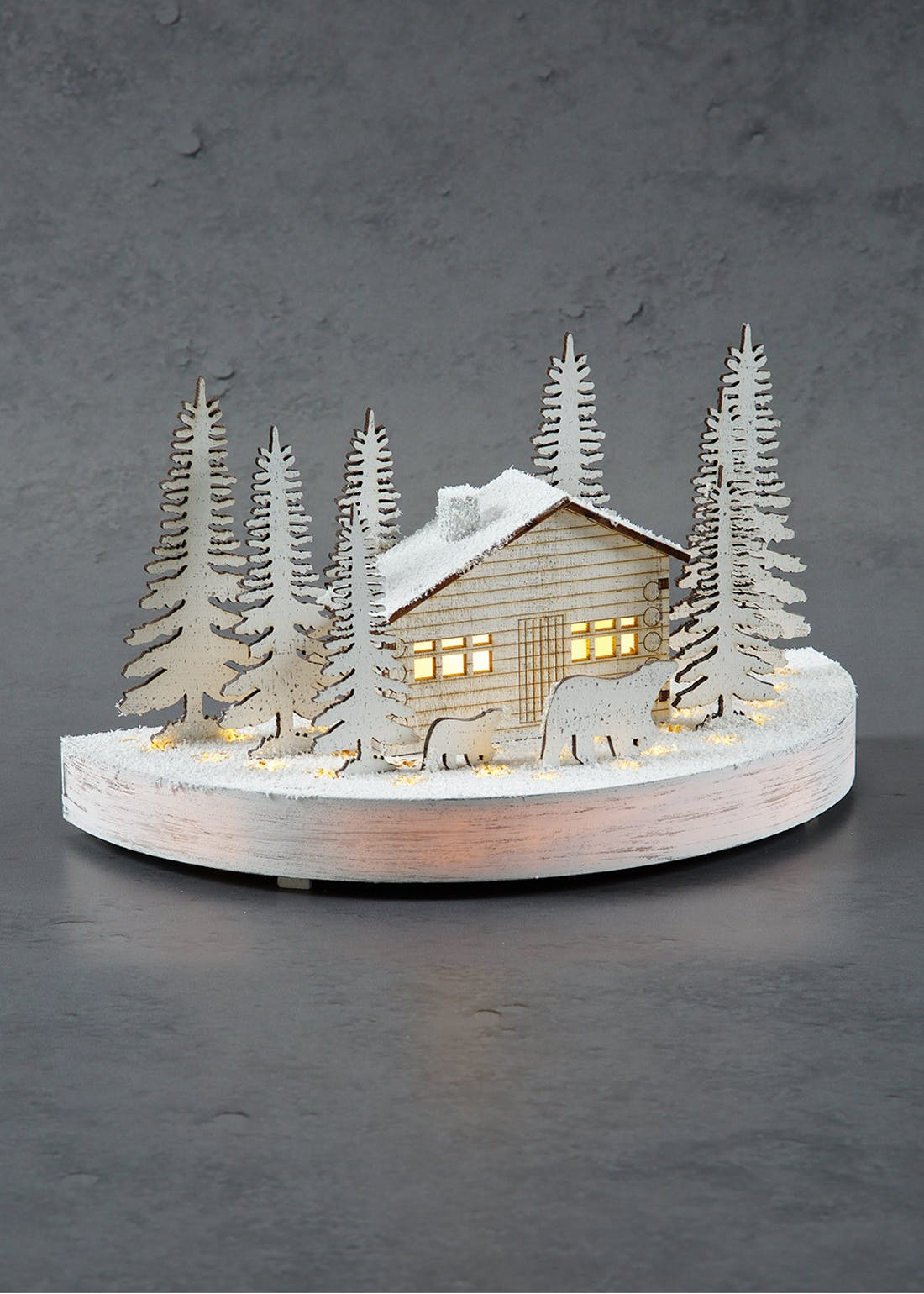 LED Christmas House Scene (25cm x 14cm x 13cm)