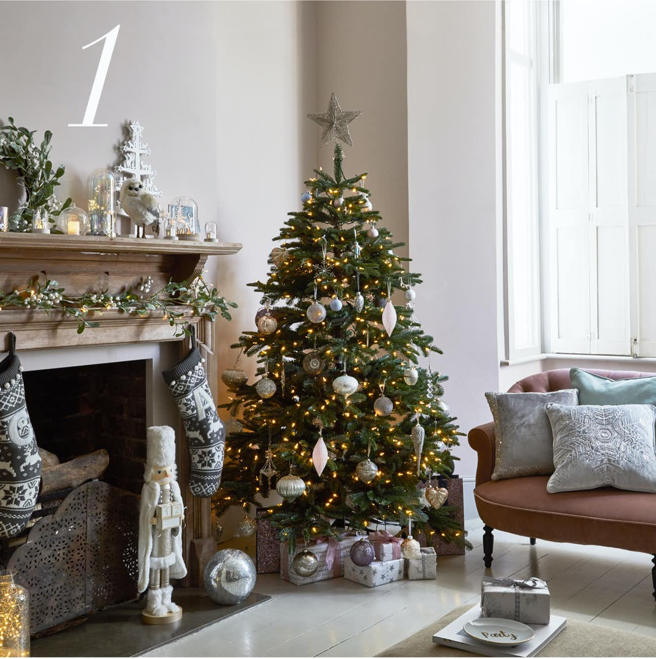 how to decorate a christmas tree tips advice matalan. Black Bedroom Furniture Sets. Home Design Ideas