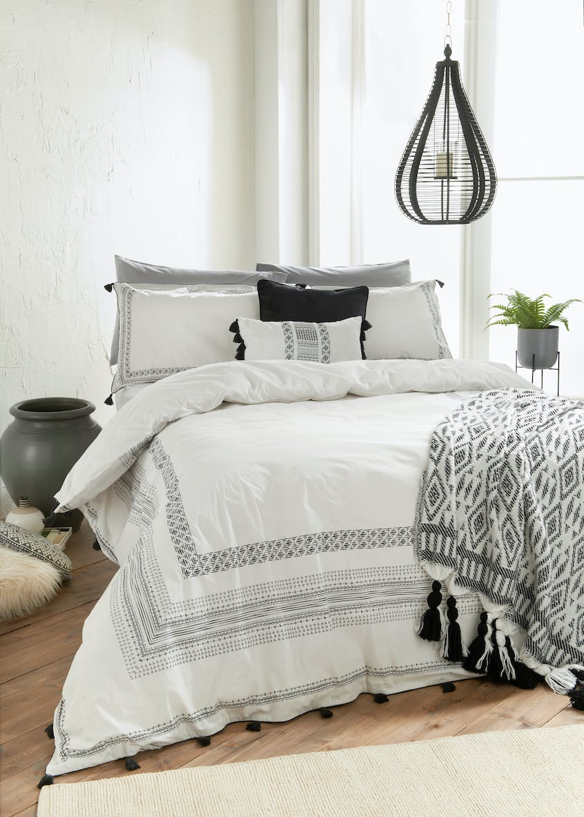Panel Border Tassel Duvet Cover