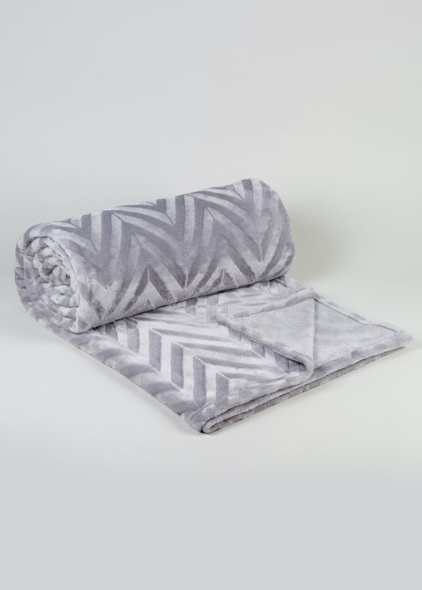 Zig Zag Fleece Throw (250cm x 200cm)