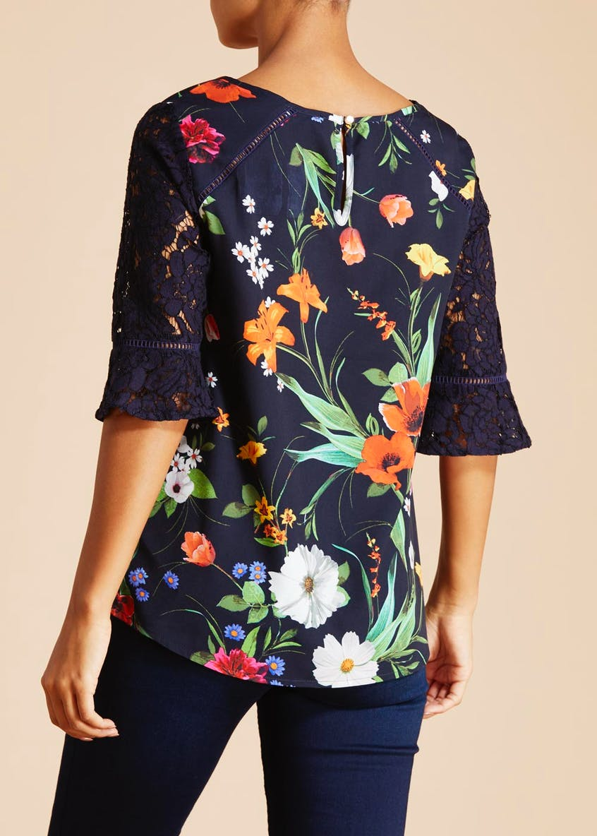 Soon Meadow Floral Lace Sleeve Blouse