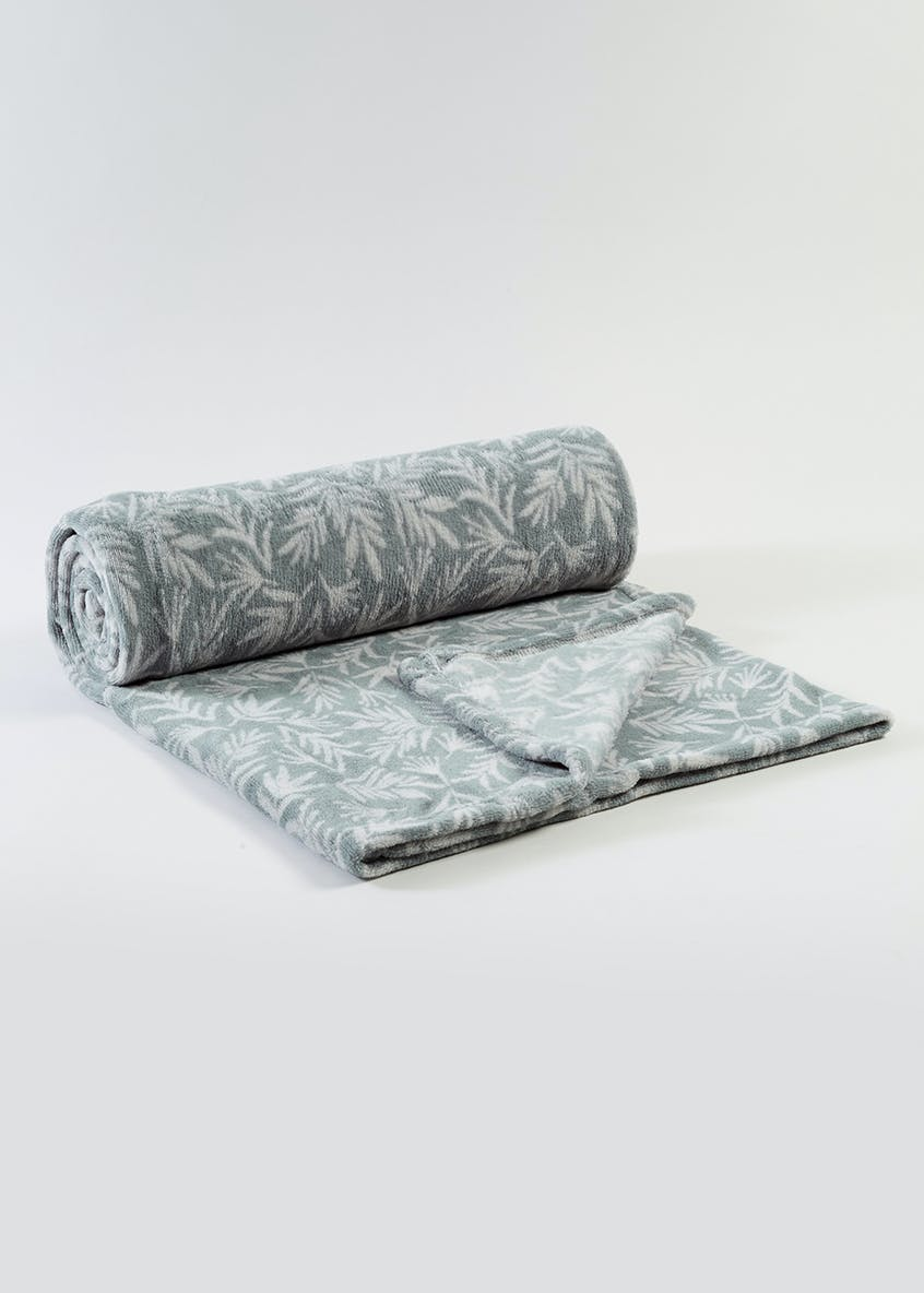Winter Leaf Print Throw (150cm x 130cm)