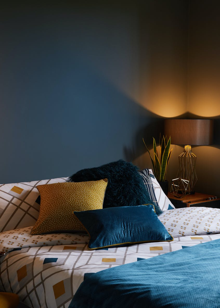Hector Wire Table Lamp