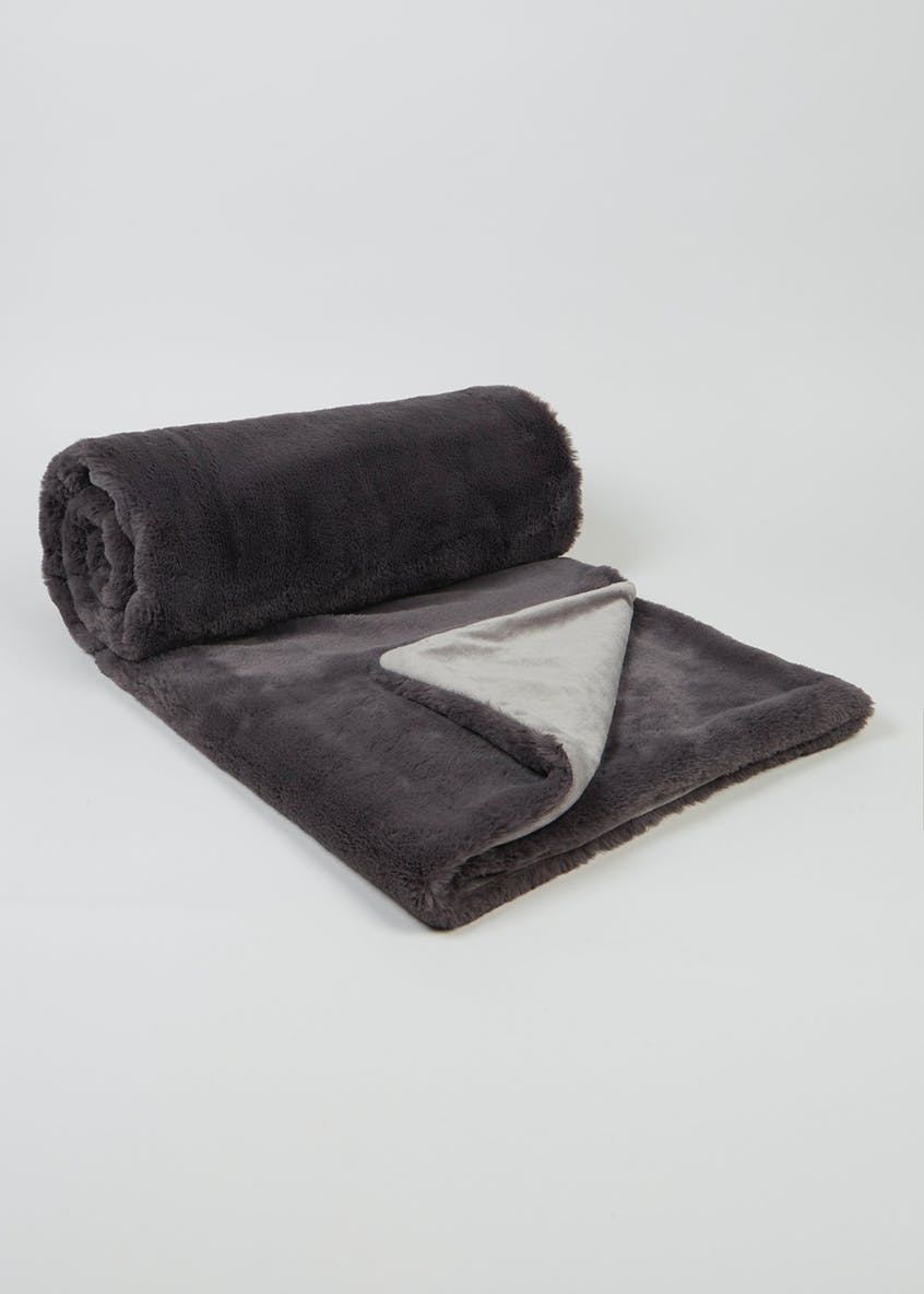 Faux Fur Throw (150cm x 130cm)