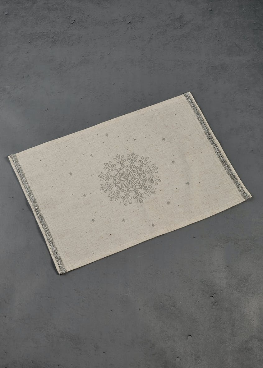 Metallic Snowflake Linen Placement (38cm x 32cm)