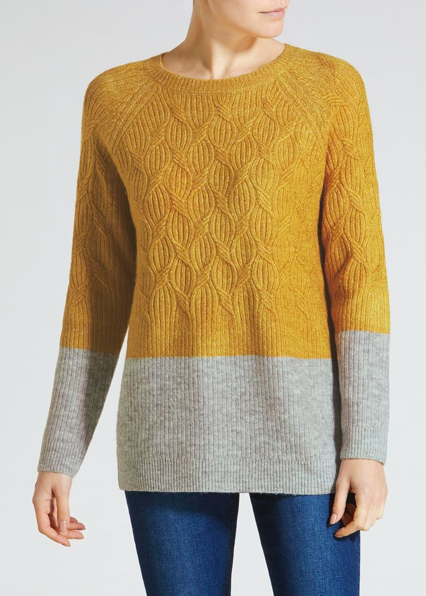 Travelling Cable Knit Jumper