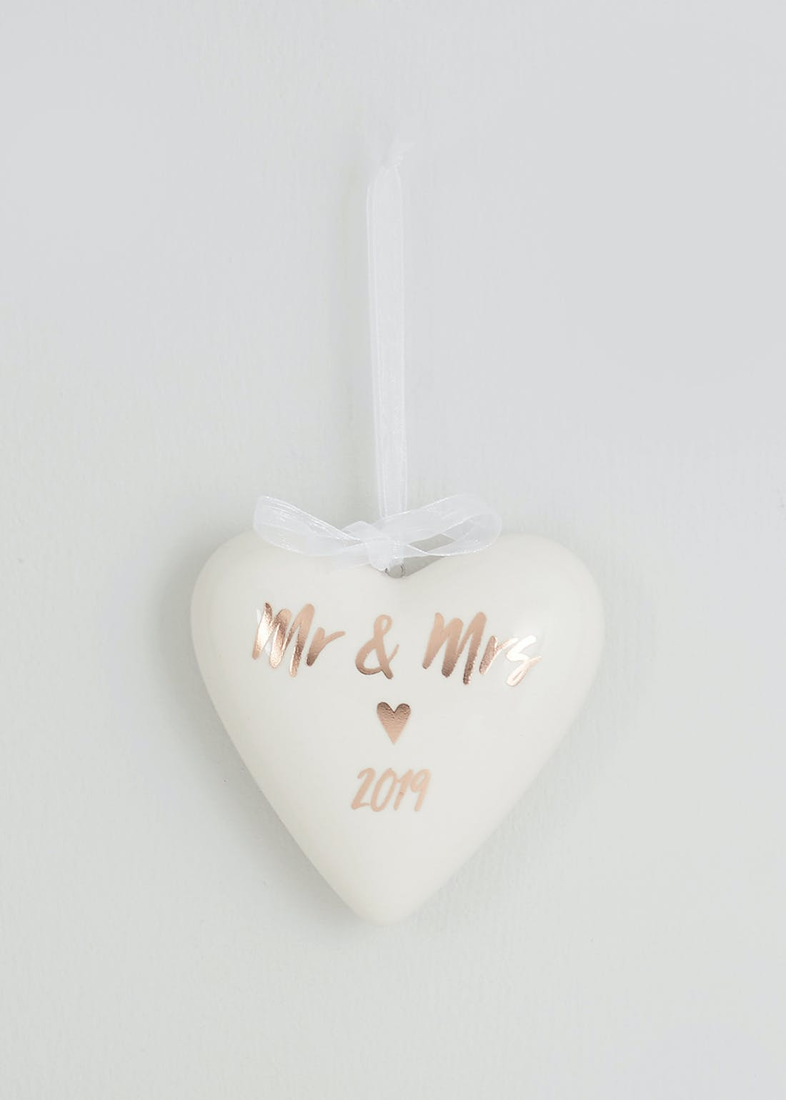 Mr & Mrs Ceramic Hanging Heart (10cm x 9cm x 3cm)