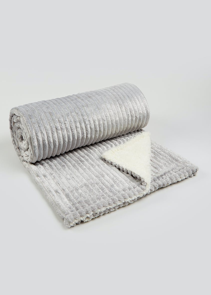 Ribbed Faux Fur Throw (200cm x 150cm)