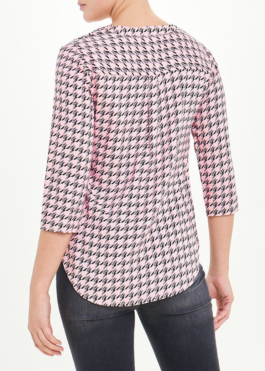 Dogtooth Print V-Neck Blouse