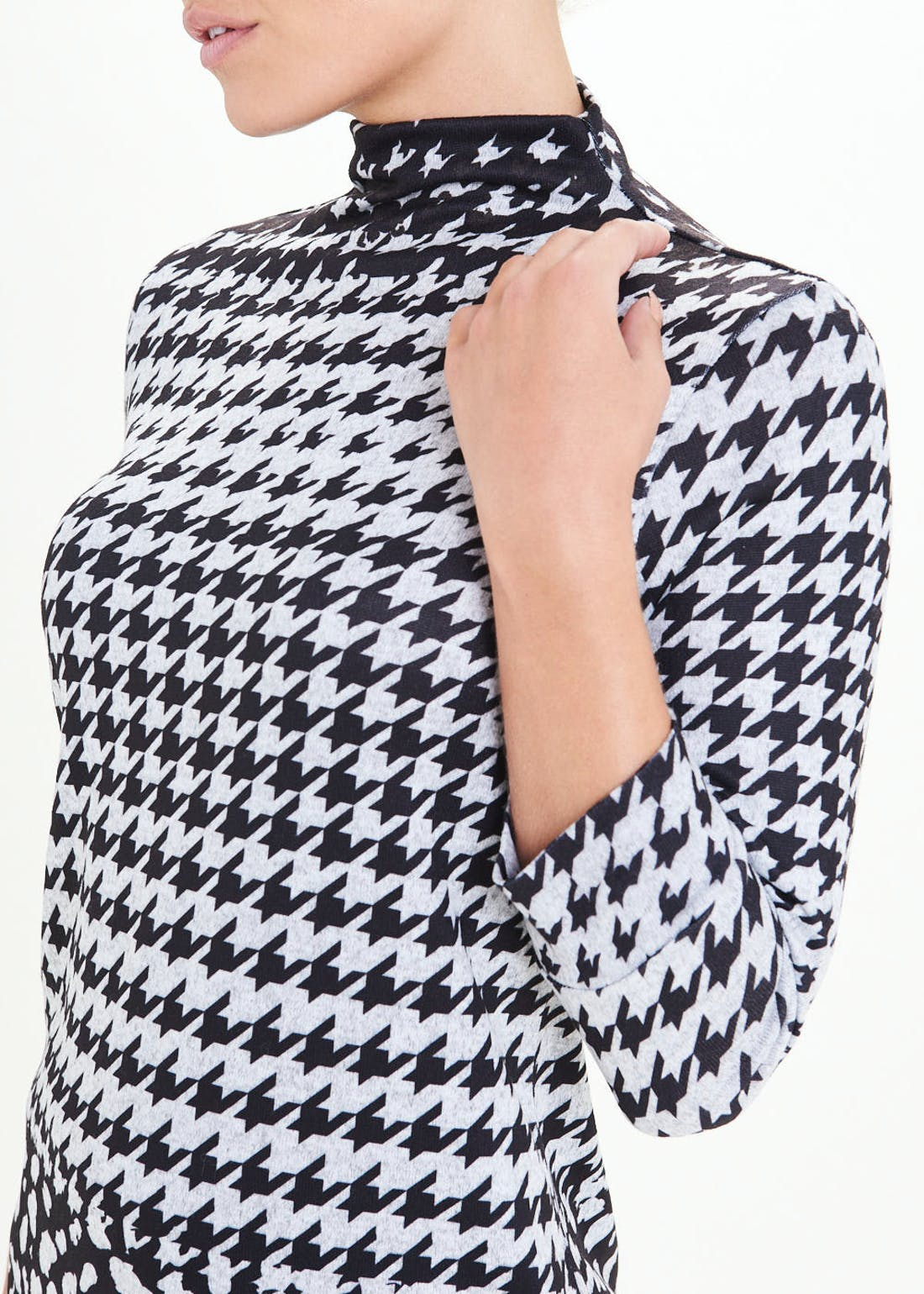 3/4 Sleeve Funnel Neck Dogtooth Tunic Top