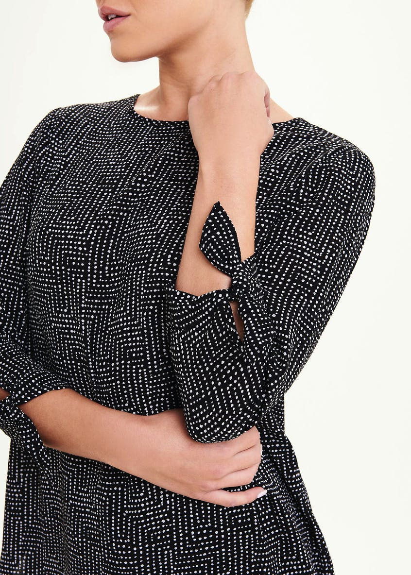 Black 3/4 Sleeve Geo Dot Longline Blouse