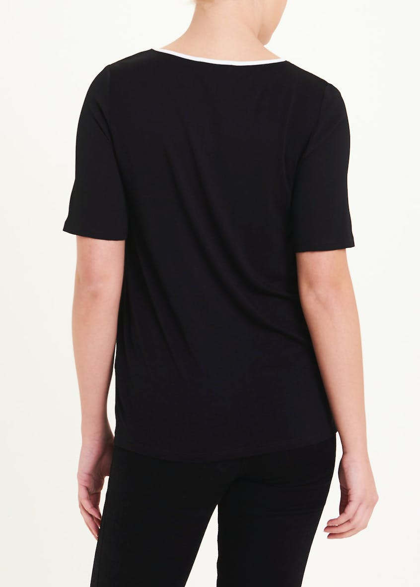 Short Sleeve Contrast Piped Front Top