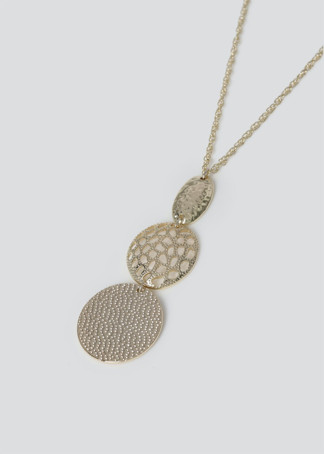 Filigree Gradual Pendant Necklace
