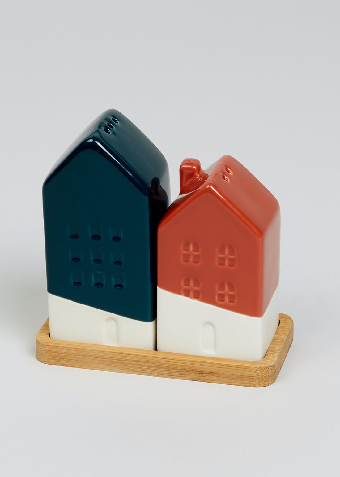Ceramic House Salt & Pepper Shakers (10cm x 10cm x 5cm)