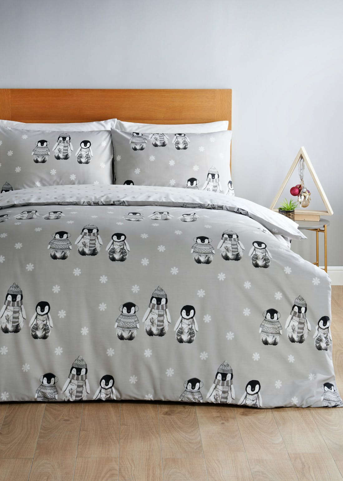 Reversible Penguin Print Christmas Bedding