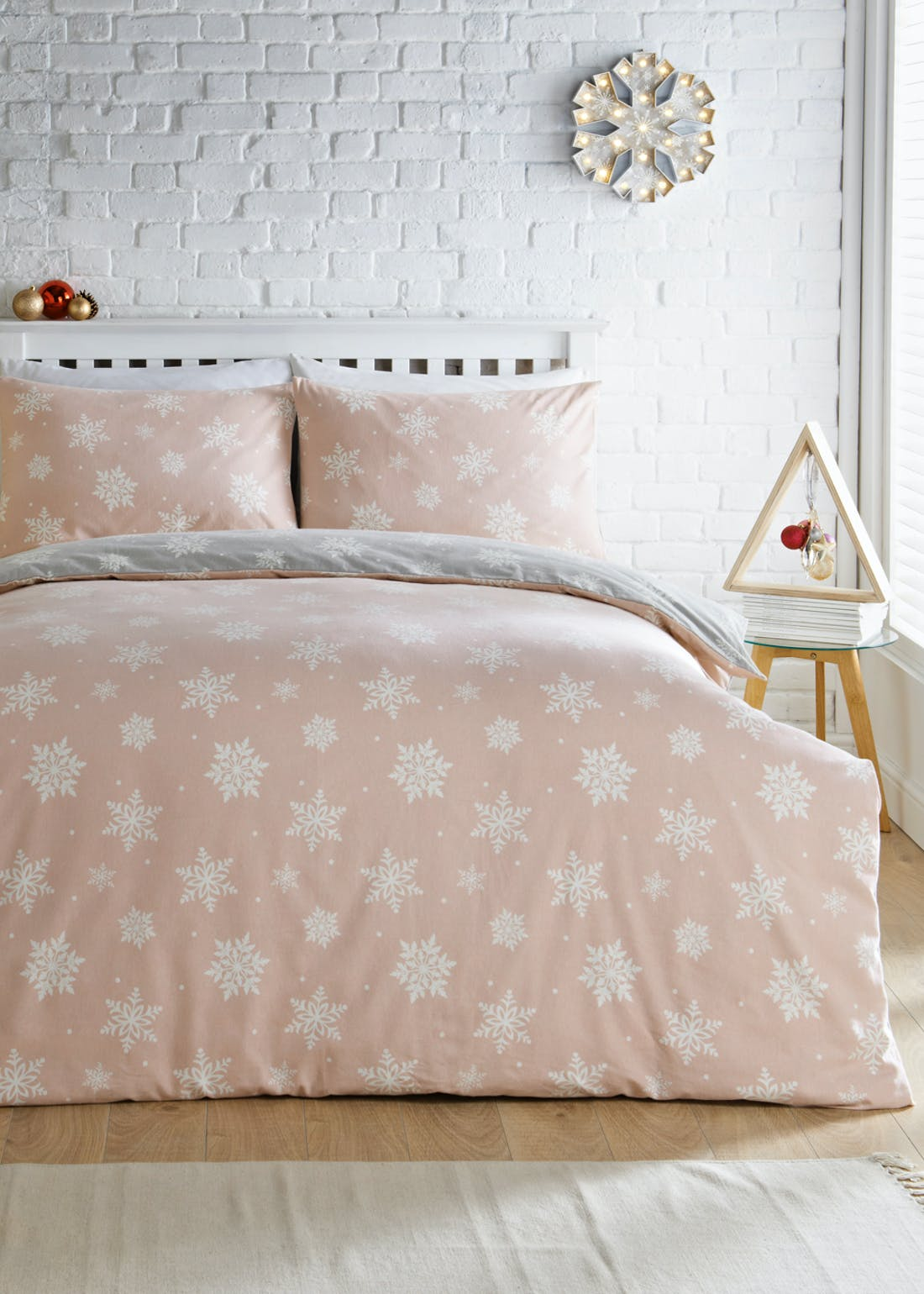 Reversible Snowflake Print Christmas Bedding