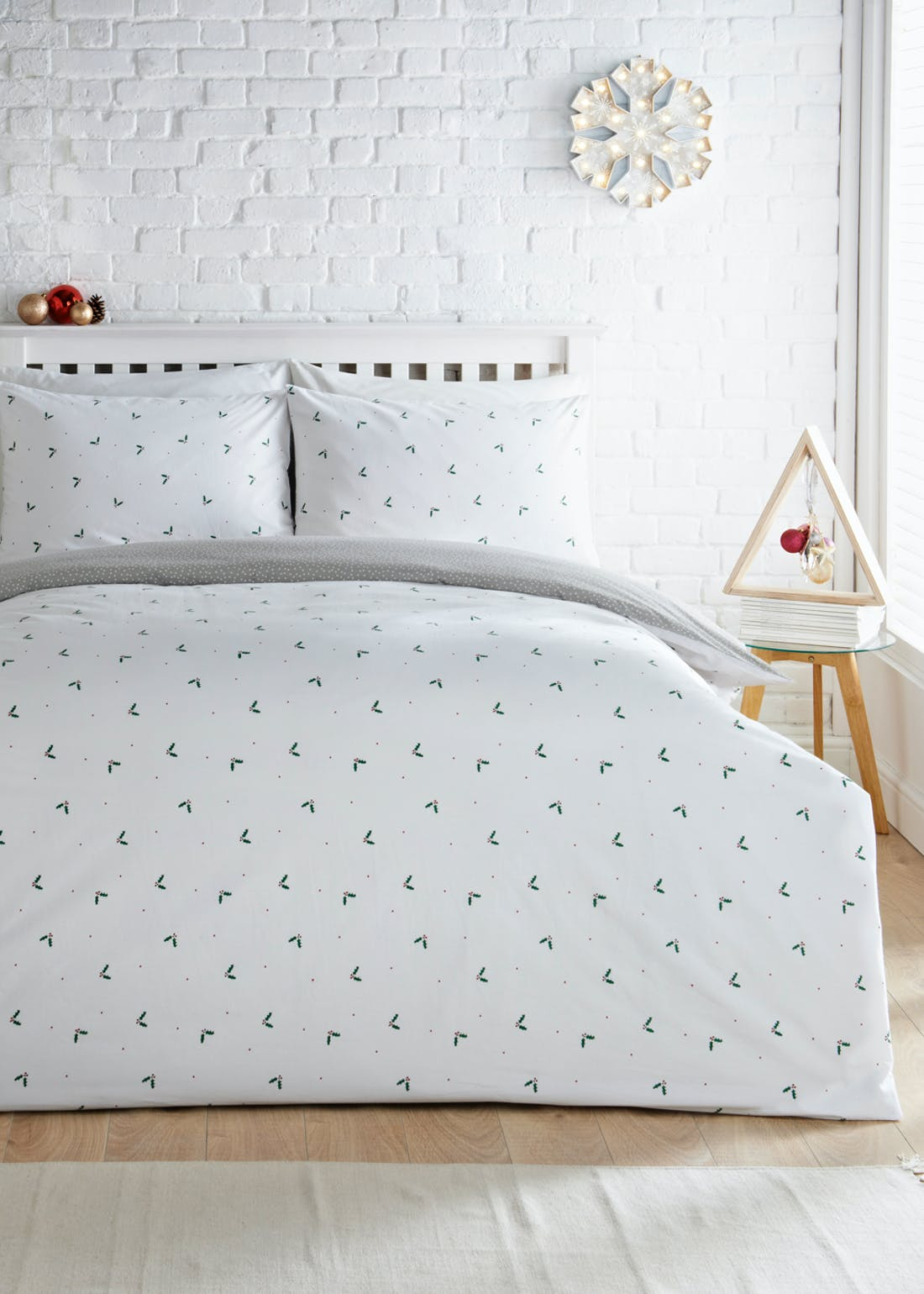 Reversible Ditsy Holly Christmas Bedding