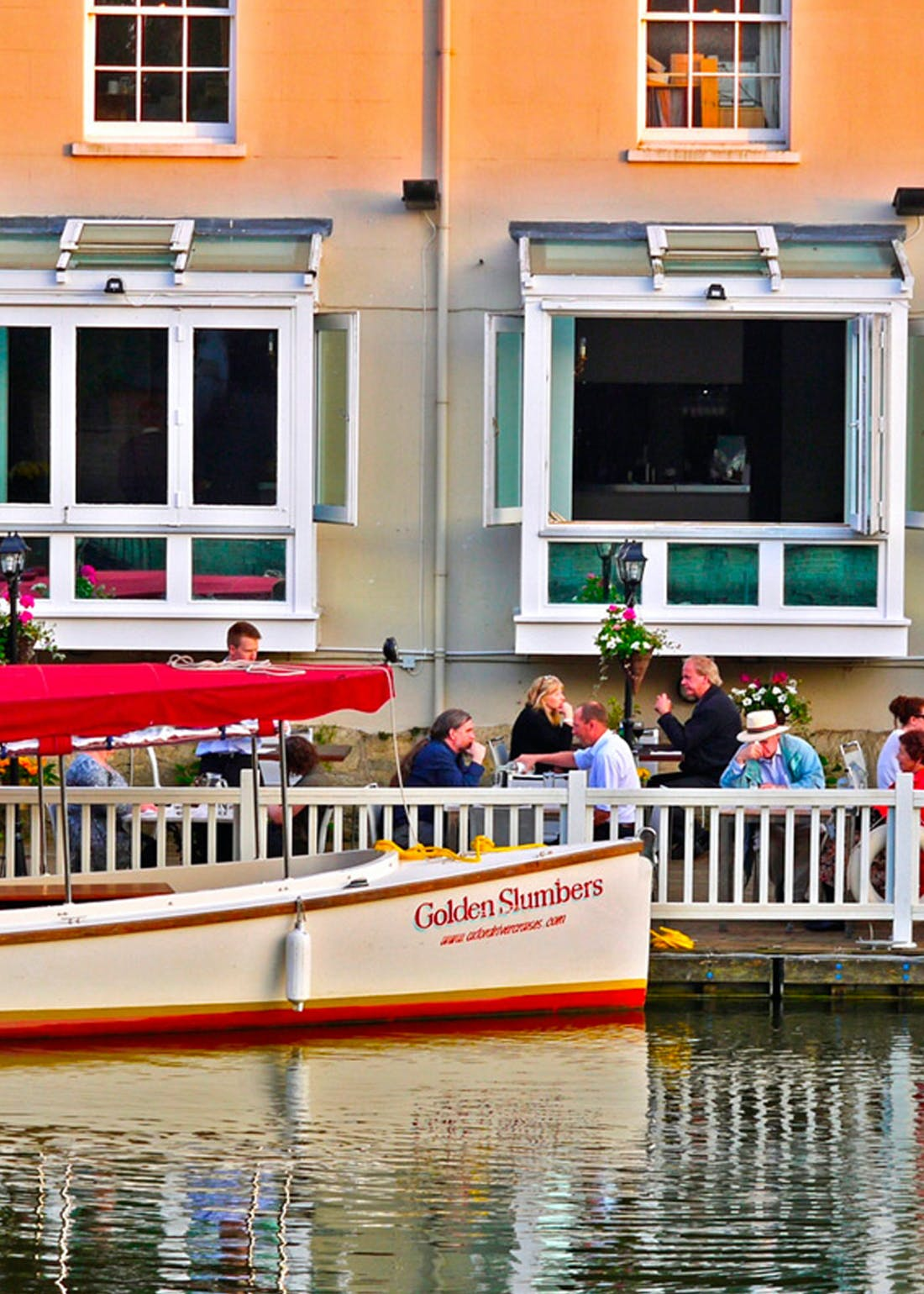Virgin Experience Days Cocktails for 2 on the Riverbank in Oxford