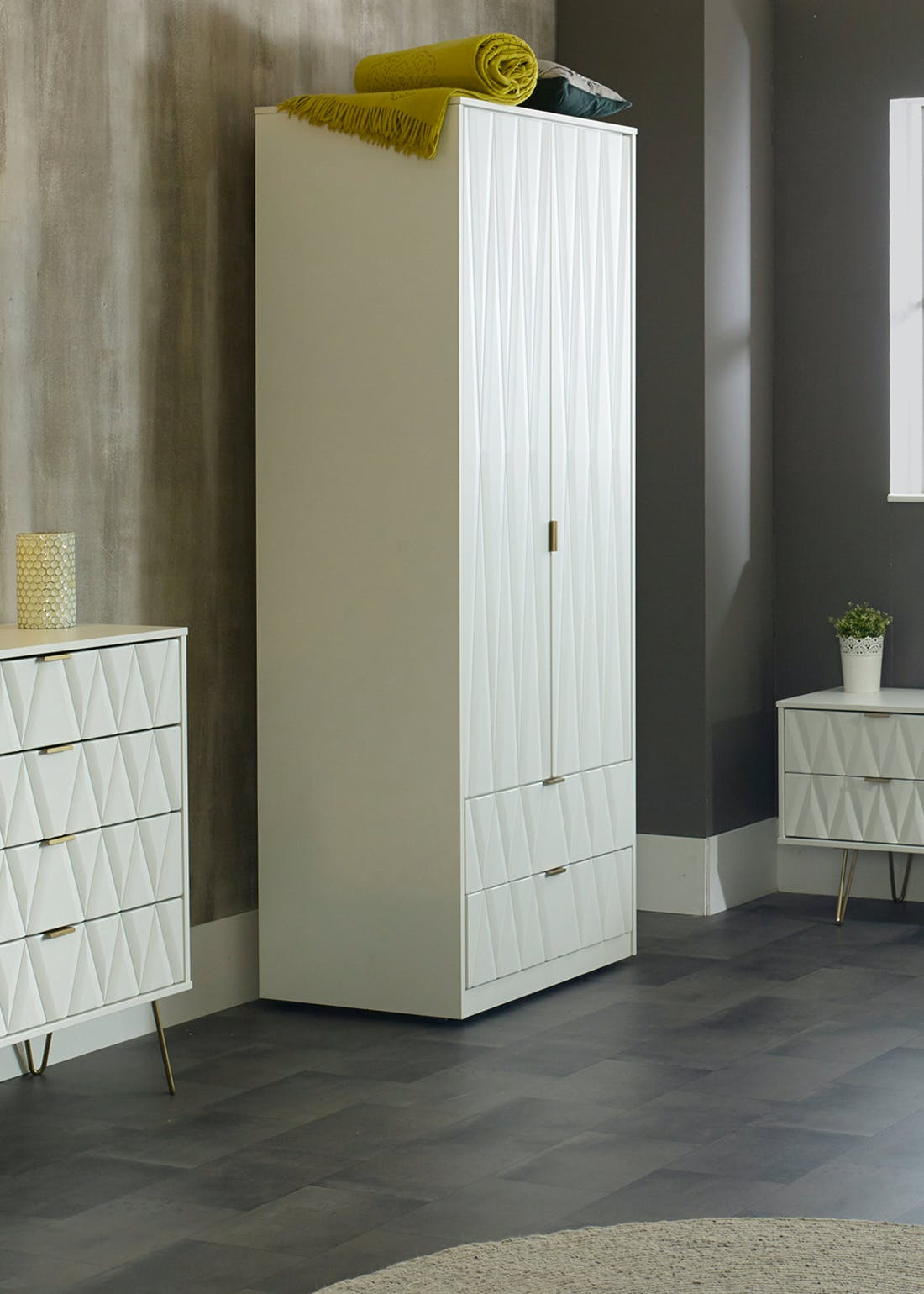 Swift Prism 4 Drawer Chest (91cm x 76.5cm x 39.5cm)
