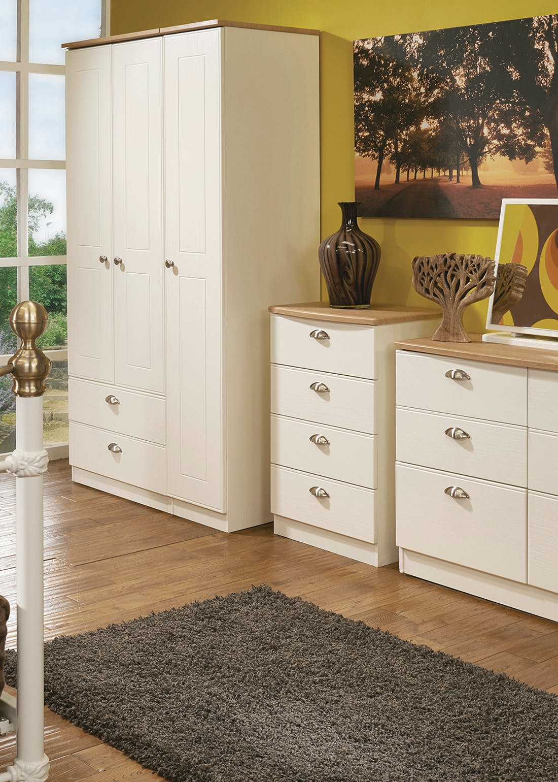 Swift Stamford 3 Drawer Bedside Table (69.5cm x 39.5cm x 41.5cm)
