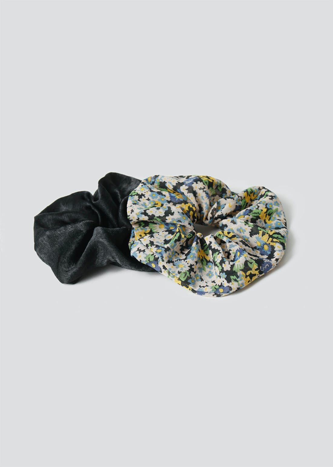 2 Pack Oversized Floral Scrunchies