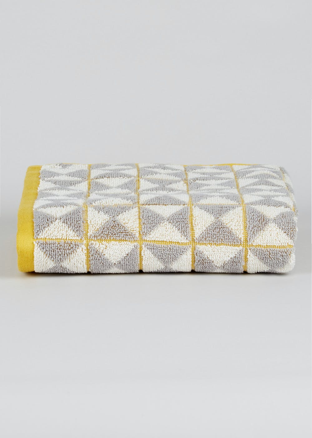 Dollar Days offers wholesale and closeout home decor items including kitchen towels, kitchen linens, bulk kitchen decorated towels, pillows, bedding, furnishings, clocks, fountains, fans and rugs. Buy closeout home furnishings in bulk quantities. Visit WOW pricing and Closeout Corner categories for other great wholesaler deals on bulk bargains.